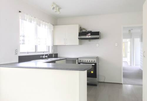 New Windsor, 4 BEDROOM - EXTRA ROOMS - KITCHEN & KITCHENETTE - NO LET FEE, Property ID: 30001835 | Barfoot & Thompson
