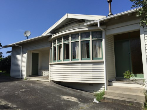 Mt Roskill, WALK TO DOMINION RD CAFES/SHOPS, Property ID: 30002051 | Barfoot & Thompson