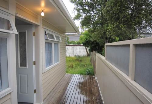 Mt Roskill, One Bedroom stand alone house with good condition, Property ID: 30002098 | Barfoot & Thompson