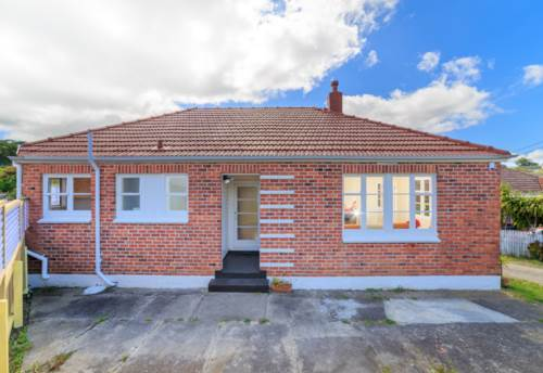 Mt Roskill, FULLY FENCED -  GREAT PRESENTATION, Property ID: 30002110 | Barfoot & Thompson