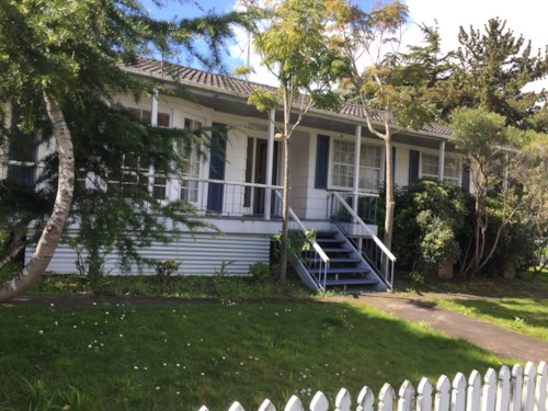 St Johns, 3 BEDROOM - STONEFIELDS SCHOOL ZONE - GARAGE - PETS NEGOTIABLE, Property ID: 30002177 | Barfoot & Thompson