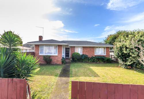 Papatoetoe, GREAT FAMILY PROPERTY WITH HUGE BACK LAWN, Property ID: 30002252 | Barfoot & Thompson