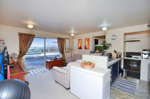 Shelly Park, 2 BEDROOM - SUNNY - STUNNING VIEWS - WATER INCLUDED, Property ID: 30002280 | Barfoot & Thompson