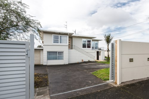 Mt Roskill, FULLY FENCED - MODERN , Property ID: 30002294 | Barfoot & Thompson