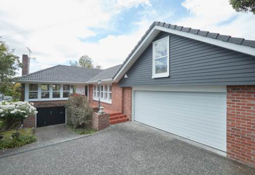 Greenlane, 4 BEDROOM - DOUBLE GARAGE - LANDSCAPED GARDENS INCLUDED IN THE RENT., Property ID: 30003454 | Barfoot & Thompson