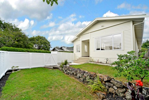 Mt Eden, 5 BEDROOM IN MT EDEN - GRAMMAR ZONE, Property ID: 30004545 | Barfoot & Thompson
