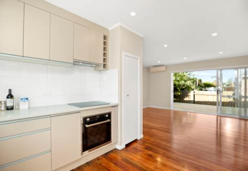 Mt Wellington, 2 BEDROOM - FULLY RENOVATED - WATER AND LAWNS INCLUDED, Property ID: 30004559 | Barfoot & Thompson