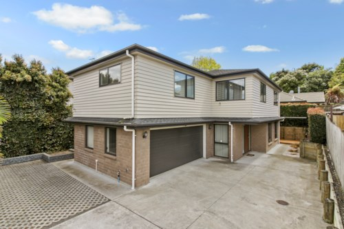 Mt Wellington, NEAR-NEW HIGH-END - 5 BEDROOM - CLOSE TO SYLVIA PARK, Property ID: 30004570 | Barfoot & Thompson