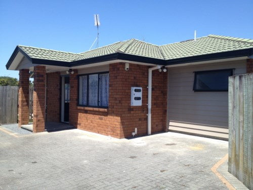 Mangere, Home on a shared driveway, Hall Avenue, Property ID: 31001130 | Barfoot & Thompson