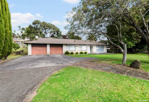Papakura, WONDERFUL HOME WITH POTENTIAL!, Property ID: 810860 | Barfoot & Thompson