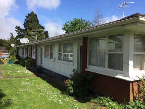 Otahuhu, 1/8 Jack Browne - rent includes lawn maintenance.