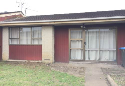 Otahuhu, Two bedroom unit with carport, Property ID: 31000307 | Barfoot & Thompson