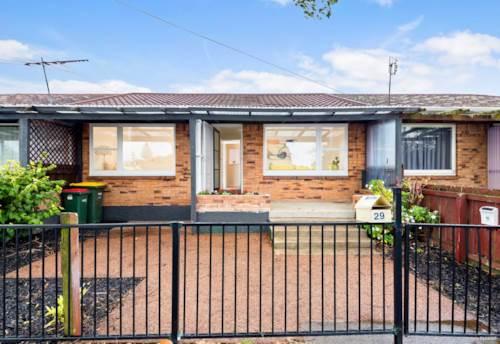 Otahuhu, Lovely 2 bedroom brick & tile unit, Property ID: 31001765 | Barfoot & Thompson