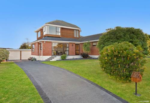 Papatoetoe, 5 Bedrooms & Garden  - Buckingham Palace to Live !!, Property ID: 31001787 | Barfoot & Thompson