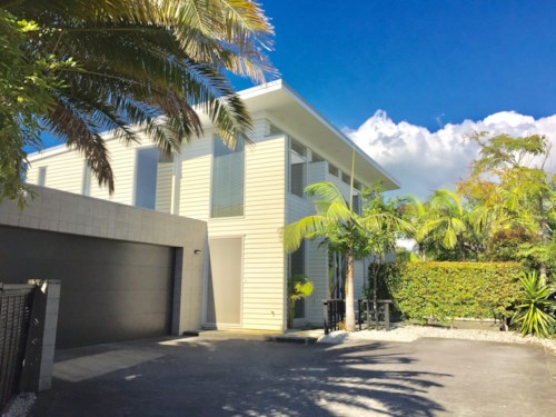 Bucklands Beach, Luxurious And Walk To The Beach, Property ID: 32001164 | Barfoot & Thompson