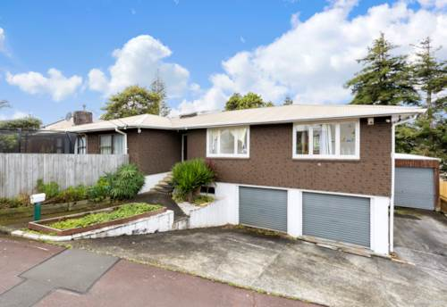 Mt Roskill, Top Location! Family Home !, Property ID: 810856 | Barfoot & Thompson