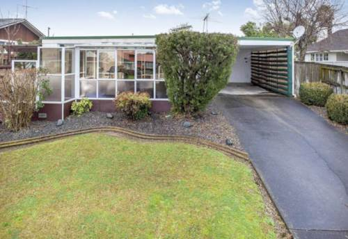 Sunnyhills, Sunny home in Sunnyhills , Property ID: 32001454 | Barfoot & Thompson