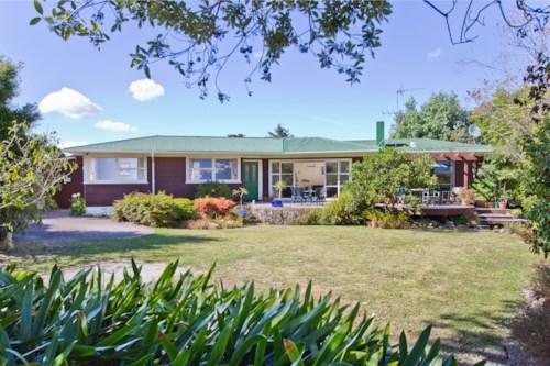 Pakuranga, Sunny Family friendly home in Pakuranga, Property ID: 32002556 | Barfoot & Thompson