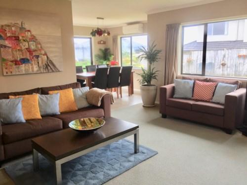Flat Bush, BEAUTIFUL & WARM HOME BY BOTANY, Property ID: 32002562 | Barfoot & Thompson