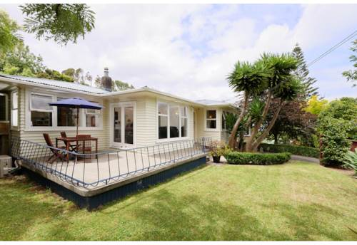 Pakuranga, Lovely Three Bedroom House with Double Garage, Property ID: 32002582 | Barfoot & Thompson