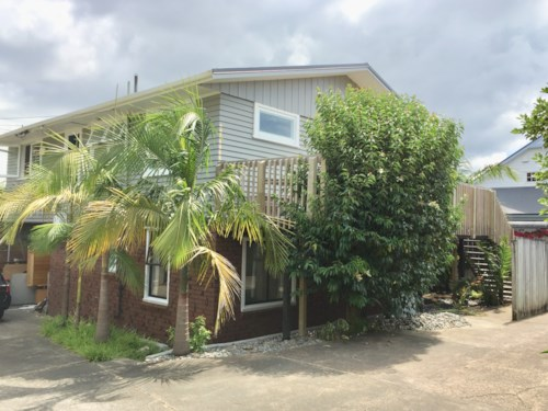 Pakuranga, Downstairs Two Bedroom unit with plenty of space, Property ID: 32002584 | Barfoot & Thompson