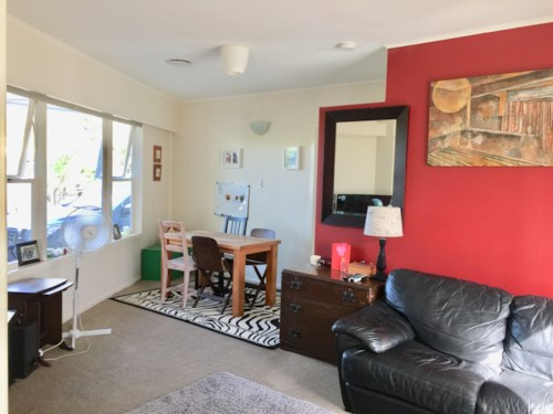 Bucklands Beach, SPACIOUS 3 BEDROOMS!! BUCKLANDS BEACH BEAUTY!!!, Property ID: 32002593 | Barfoot & Thompson