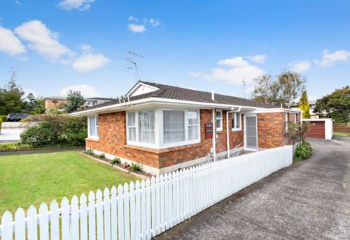 Pakuranga, Brick and tile two bedroom unit, Property ID: 32002609 | Barfoot & Thompson