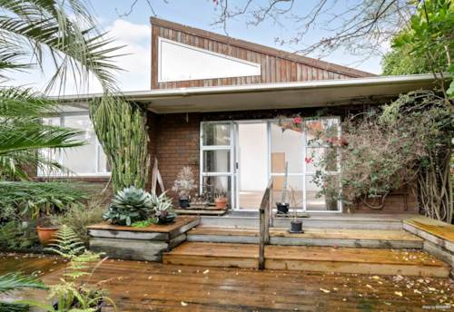 Pakuranga, Something Special By The River, Property ID: 32002641 | Barfoot & Thompson