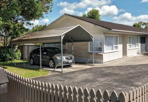Howick, Howick 3 Beds 2 Bath with master ensuite, Property ID: 32002643 | Barfoot & Thompson