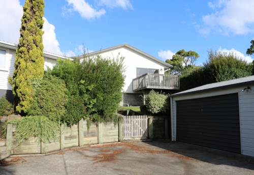 Mt Roskill, 3 Bedrooms & 1 Bathroom, Property ID: 48000480 | Barfoot & Thompson