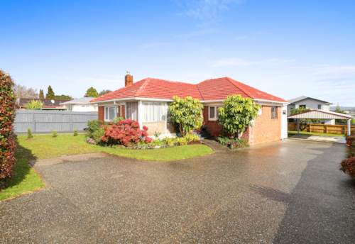 Te Atatu South, Emaculately Presented 4 Bedroom Home, Property ID: 33000321 | Barfoot & Thompson