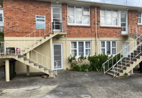 Kingsland, Two Bedroom Unit in Kingsland (Upstairs end Unit), Property ID: 39003406 | Barfoot & Thompson