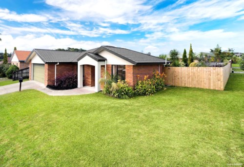 Henderson Heights, Modern family home in lovely location , Property ID: 33000398 | Barfoot & Thompson