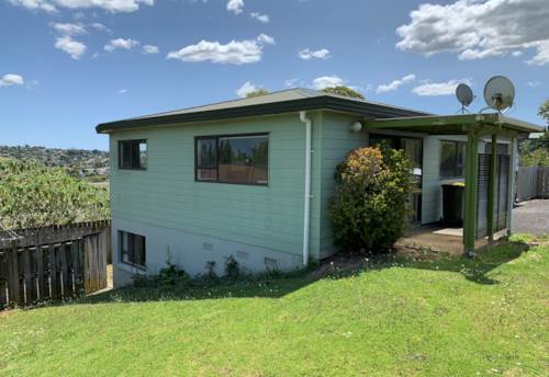 Massey, Beautifully presented home , Property ID: 33000420 | Barfoot & Thompson