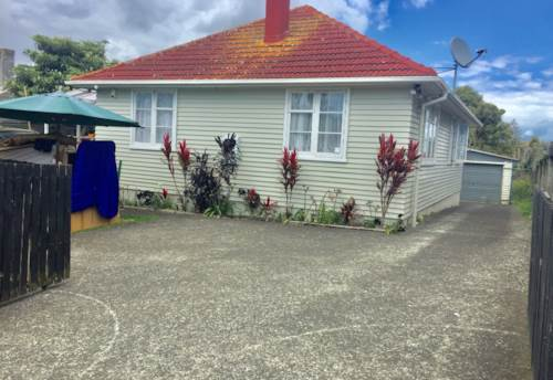 Glen Innes, Tidy family home in Glen Innes, Property ID: 34002665 | Barfoot & Thompson