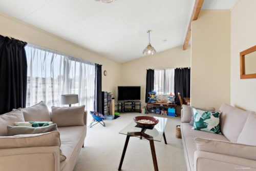 Pakuranga Heights, Solid House in Super Location, Property ID: 34005845 | Barfoot & Thompson