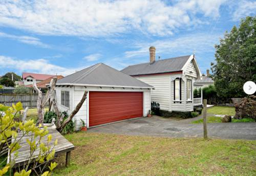 Papakura, Right here on Railway Street West, Property ID: 35001493 | Barfoot & Thompson