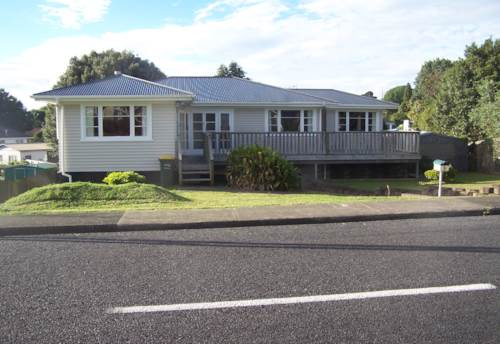 Papakura, Charming Cliff, Property ID: 35001646 | Barfoot & Thompson