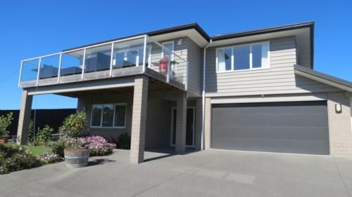 Papakura, An executive home, Property ID: 35002720 | Barfoot & Thompson