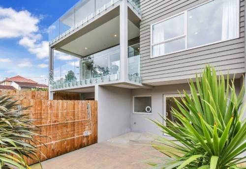 Papakura, Low Maintenance near new Apartment, Property ID: 35003746 | Barfoot & Thompson