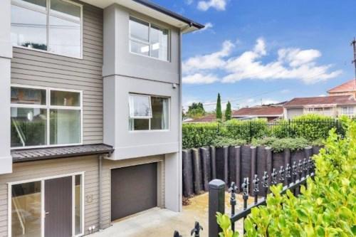 Papakura, Low Maintenance near new Apartment, Property ID: 35003746 | Barfoot & Thompson