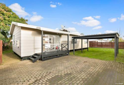 Papakura, Summer's at Smiths Ave!, Property ID: 35003801 | Barfoot & Thompson