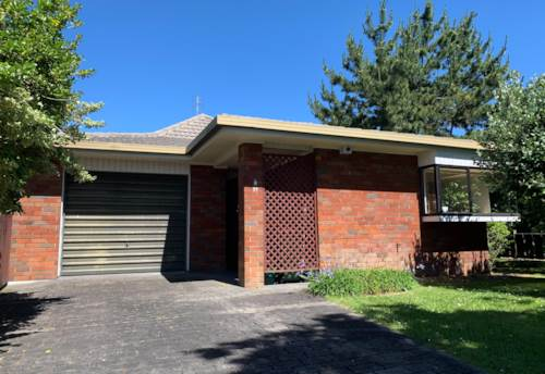 Papakura, Lovely Laurie!, Property ID: 35003878 | Barfoot & Thompson