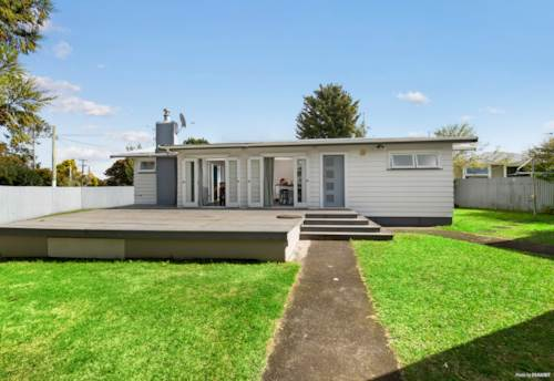 Papakura, DWELL OR DEVELOP - ADD VALUE, Property ID: 811209 | Barfoot & Thompson