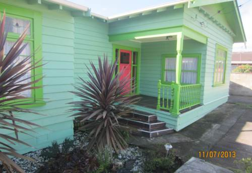 Papatoetoe, 3 bedroom fully fenced house with garage, Property ID: 36001921 | Barfoot & Thompson