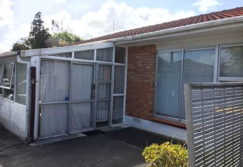 Papatoetoe, Good sized 2 bed unit, Property ID: 36002567 | Barfoot & Thompson
