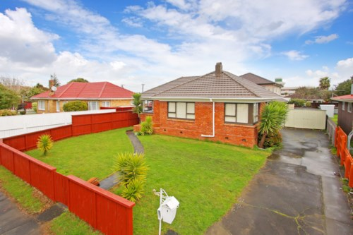 Papatoetoe, 3 Bedroom brick and tile house with 2 bathrooms, Property ID: 36002621 | Barfoot & Thompson