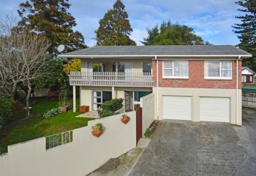 Papatoetoe, Spectacular Expansive 4 Bedroom Papatoetoe Home!, Property ID: 36002688 | Barfoot & Thompson