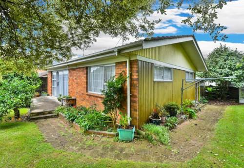 Papatoetoe, 2 Bed, great location, close to train station, lawns incuded!, Property ID: 36002763 | Barfoot & Thompson