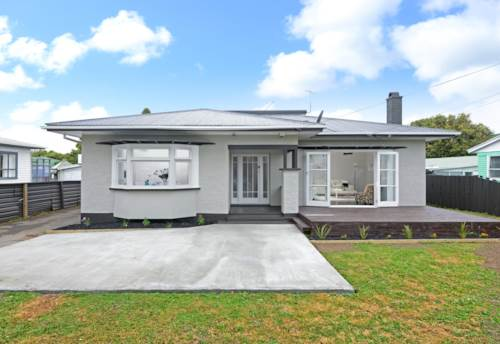 Mangere East, Beautiful Spacious 5 Bedroom Mangere East Family Home!, Property ID: 36002776 | Barfoot & Thompson